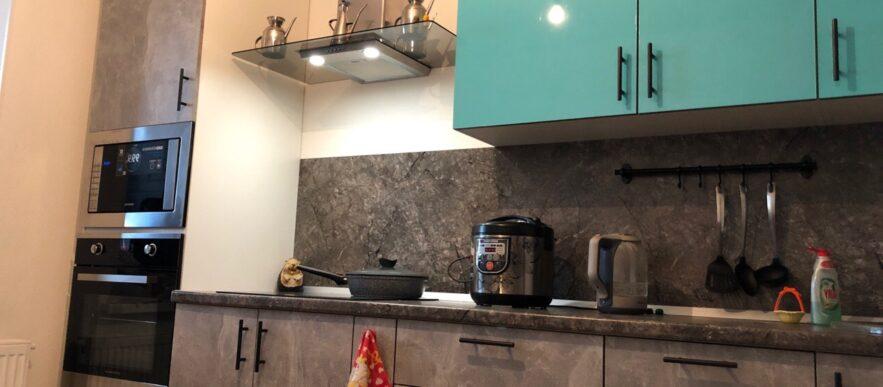 прямая кухня с фасадами Egger