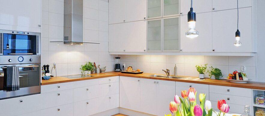 угловая кухня с фасадами в краске