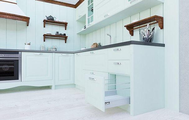 Белая кухня в краске