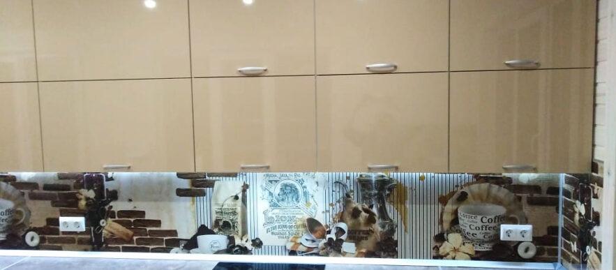кухня бежевый глянец в пластике